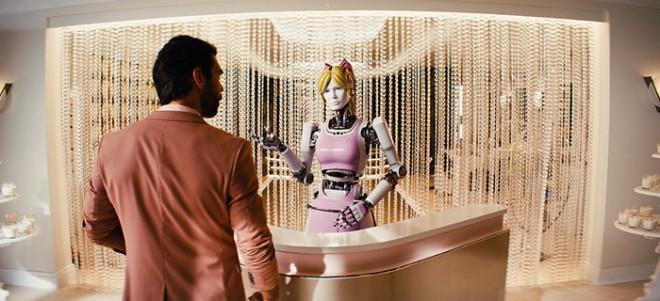 """""""Kingsman: Złoty krąg"""" - Robot"""